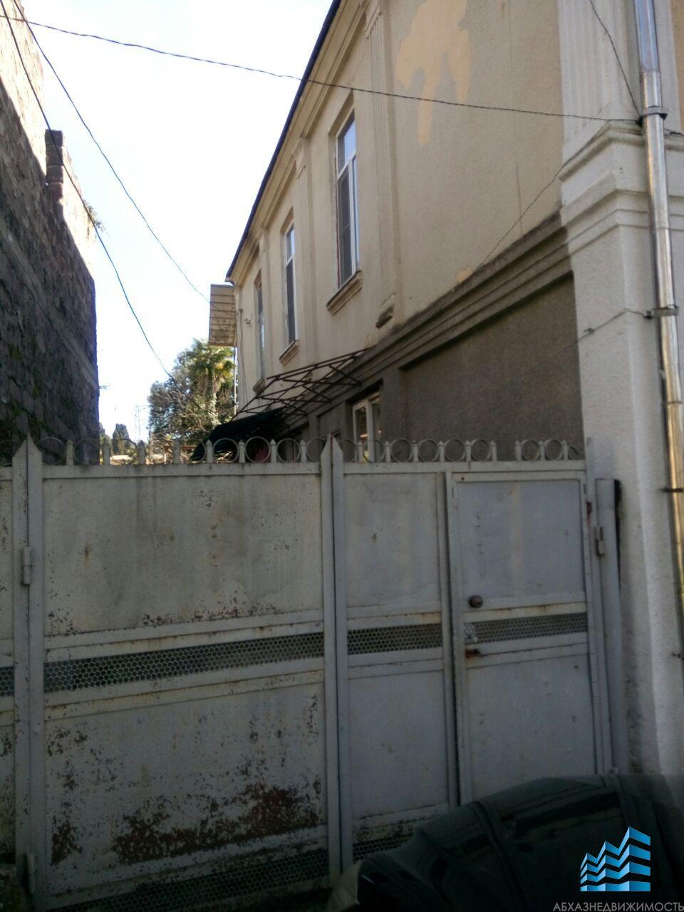 Часть дома в центре Сухума за 900 тыс.руб.