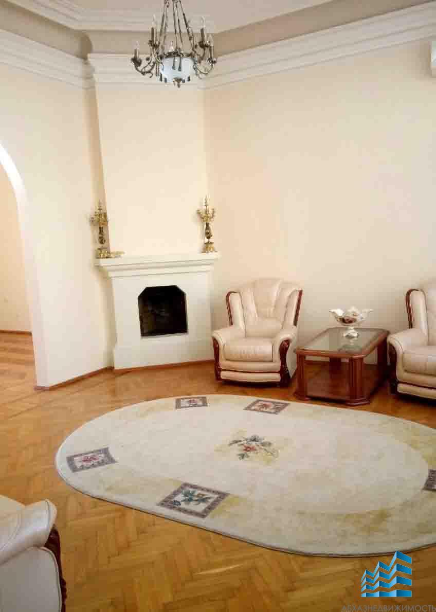 Дом из 13ти комнат в центре Сухума