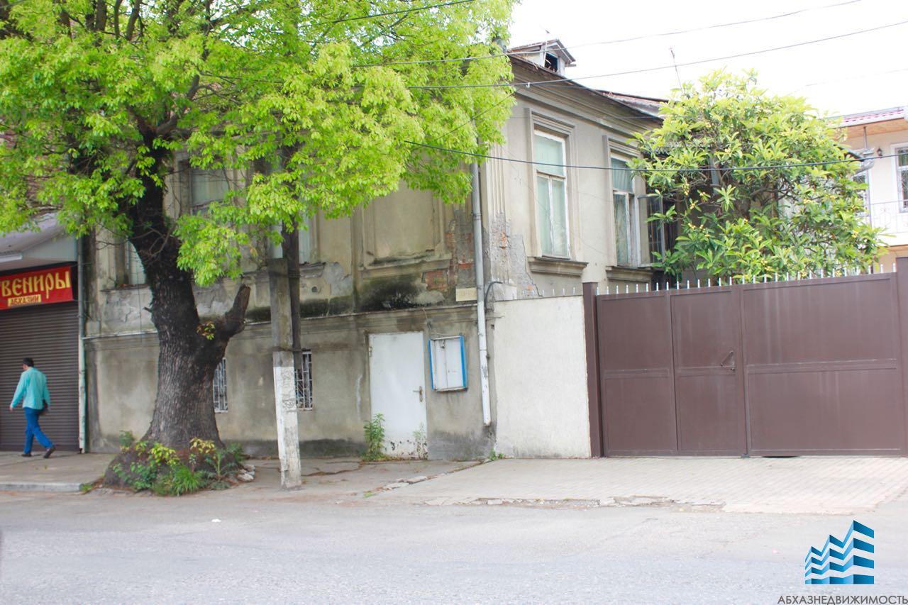 Дом в центре Сухума под коммерцию