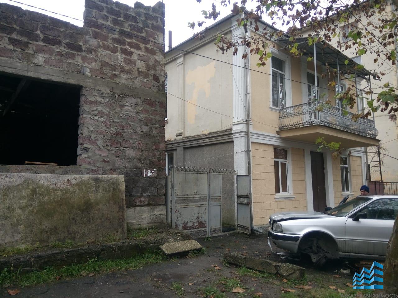 Часть дома в центре Сухума за 800 тыс.руб