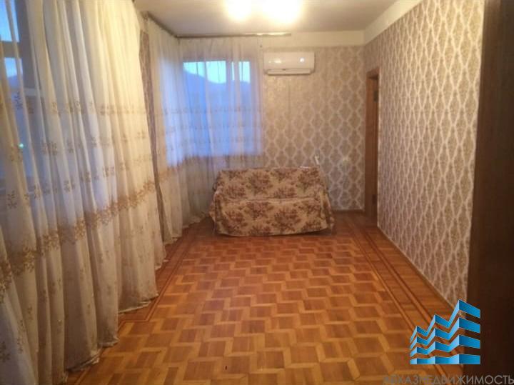 3-комнатная квартира в аренду в Пицунде
