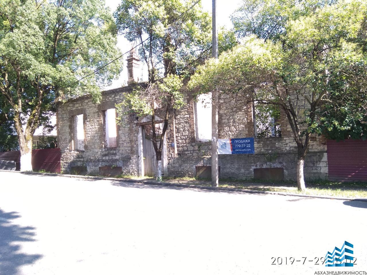 Каменное здание 1 200 кв.м.в центре Сухума