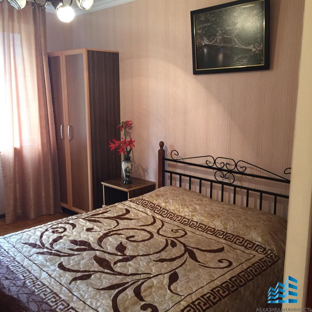 5-комн.квартира в Гагре с мебелью за 2,6 млн.руб