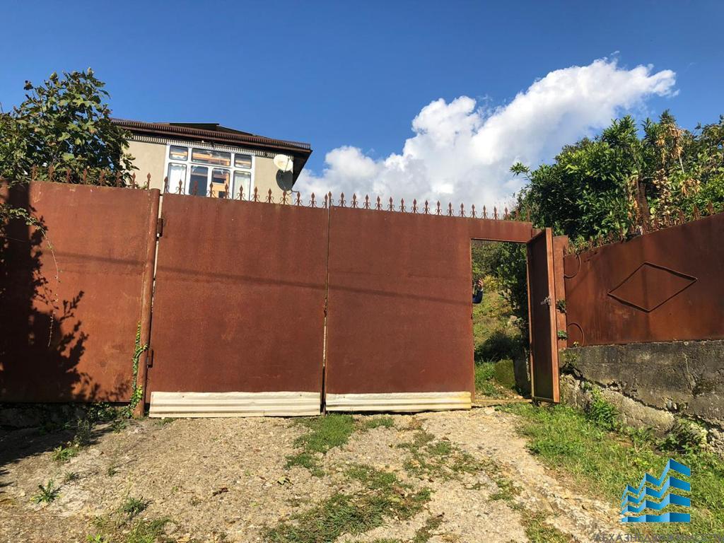 Дом на участке 35 соток в Гагрском районе