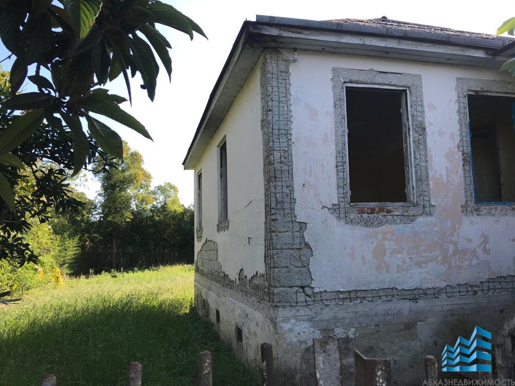 Дом с участком в самом центре Гудауты
