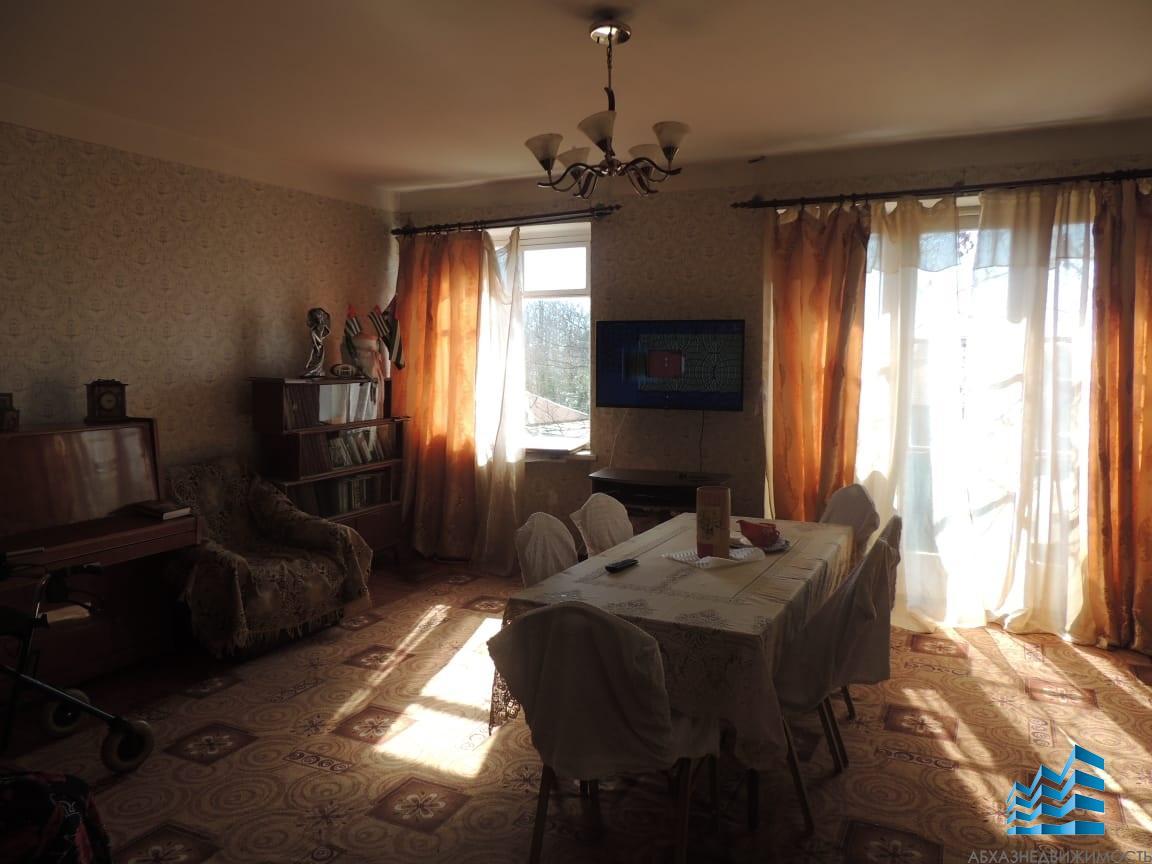 403. 3-комн. квартира в центре Сухума