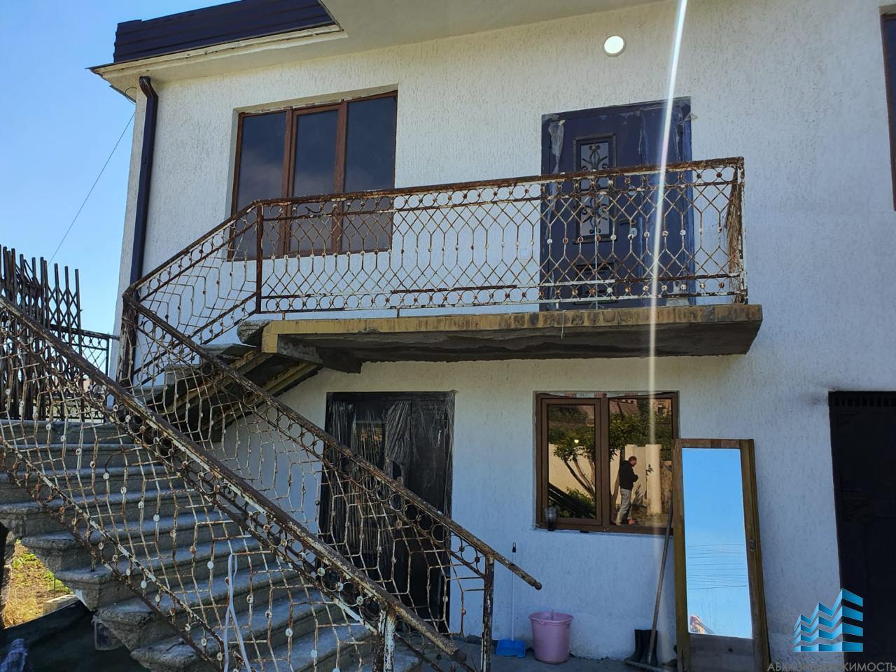 382. Дом в Сухуме на Маяке, состоящий из 7 комнат